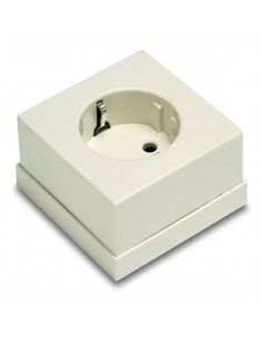 Base 5023b ttl superficie 65x65 blanco 16a-250v de famatel caja