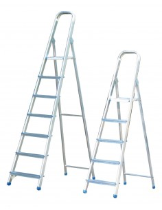 Escalera domestica aluminio 7 peldaños en-131 de marca